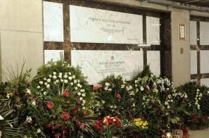 1024px-Ryszard Kaczorowski Grave (Copy)
